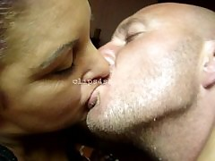moms kissing : hot sexy nude women