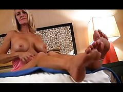 moms sexy legs : throat fucking