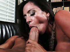 mom wet pussy : mature milf porn