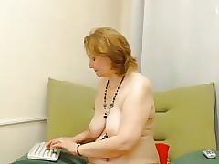 hot mom voyeur : busty milf porn