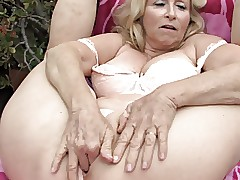 mom caught fingering : mature milf videos