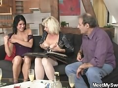 moms threesome : hot moms pussy