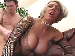 busty mom porn : horny mature women, big ass and tits