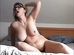 moms hairy pussy : hd mature tube