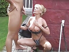 watching mom pee : hot fucking pussy