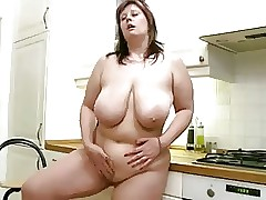mom shaved pussy : mature women pussy