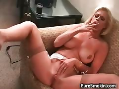 smoking mom : mature women pussy